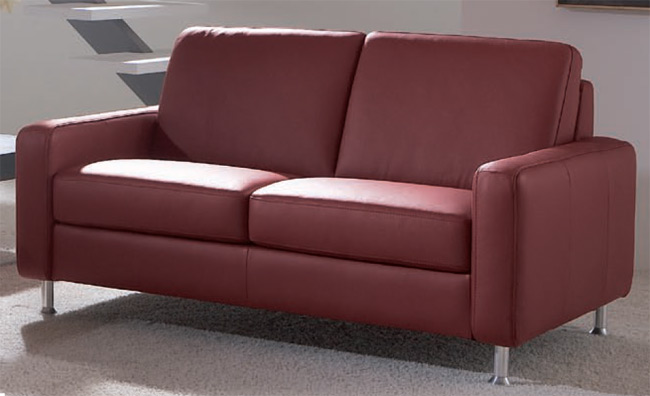 Das Bild zeigt ein Davina 2 Sitzer Ledersofa rot von Dietsch Polstermöbel.