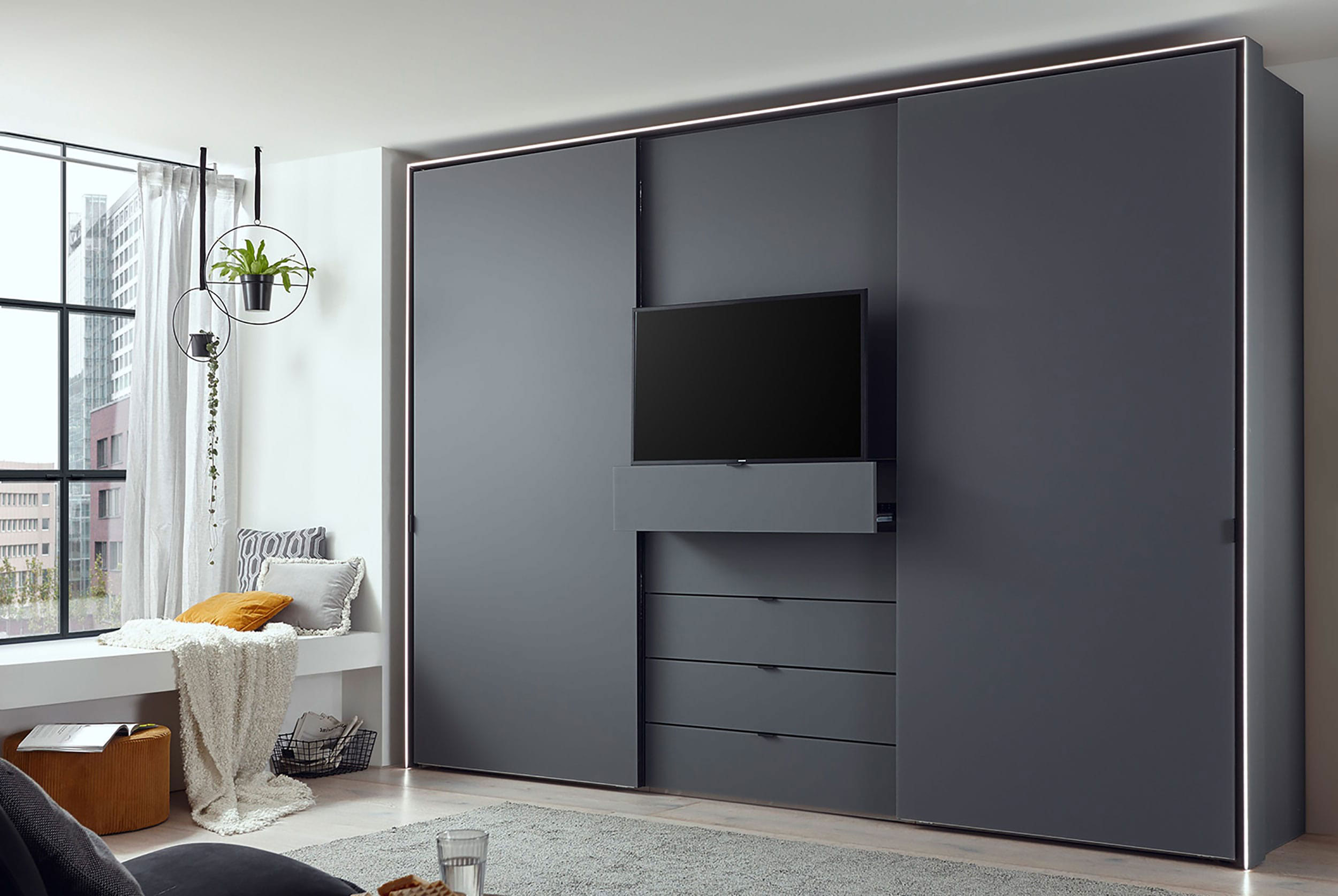 Staud Media Kleiderschrank mit TV Fach Vulkanglas matt