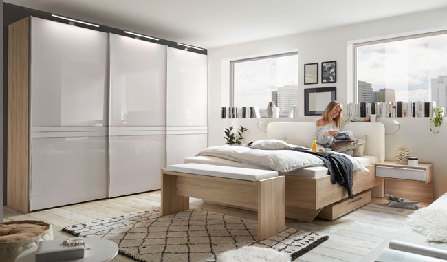 Schlafzimmereinrichtung Sinfonie Plus mit Schwebetürenschrank